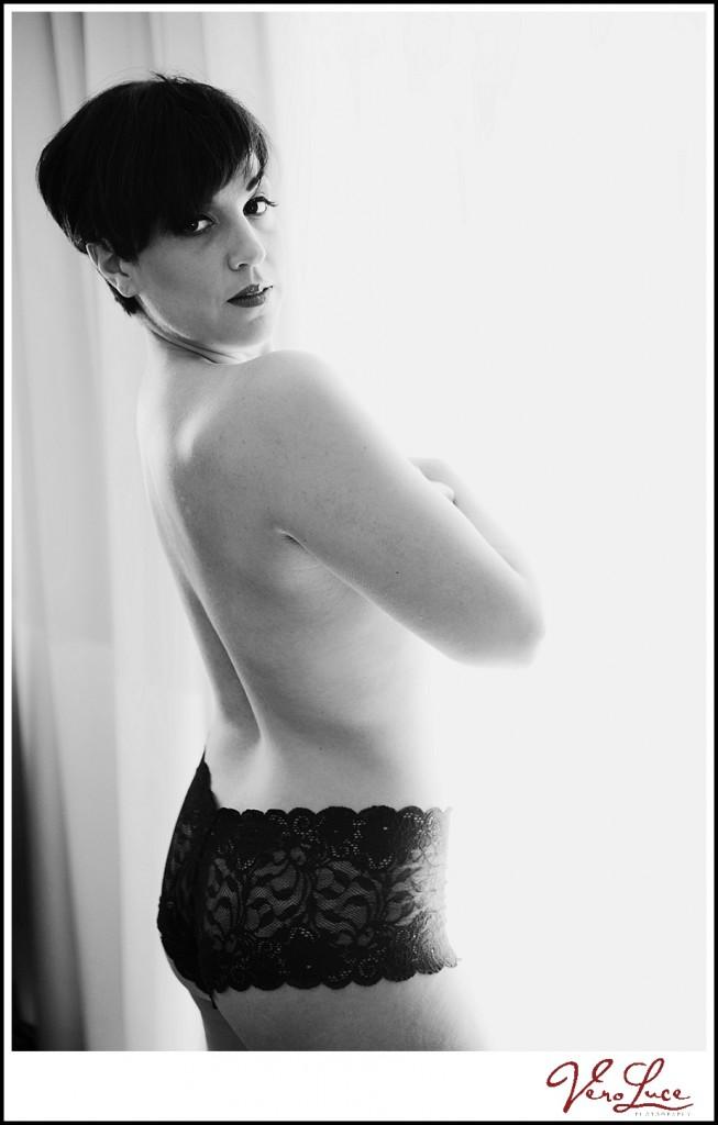 boudoir sexy black and white