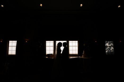 couplekissingwedding