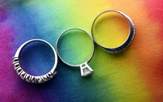 pride-wedding-rings